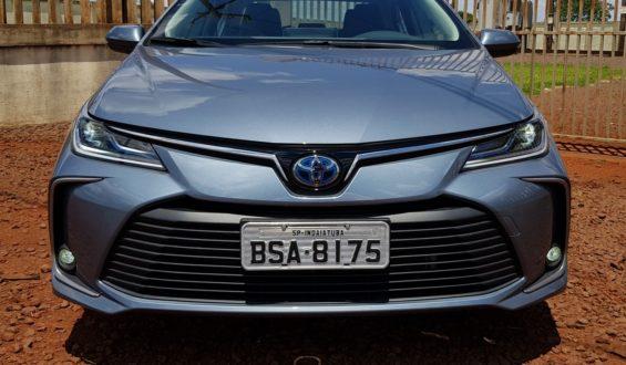 """Toyota Corolla é eleito o """"Carro do Ano"""" no Brasil"""