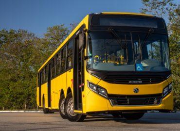 Volks faz pré-estreia de superônibus, o maior do Brasil