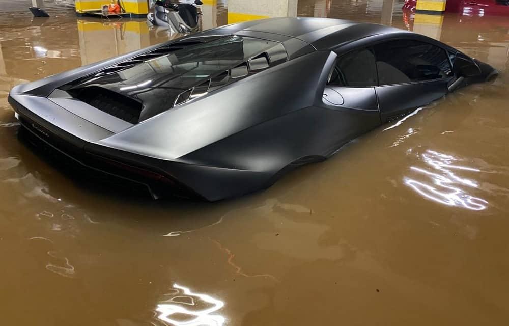 Lamborghini Huracan atingido pela enchente de SP