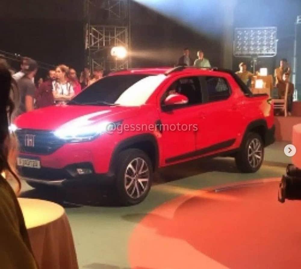 Nova Fiat Strada flagrada em gravação de comercial
