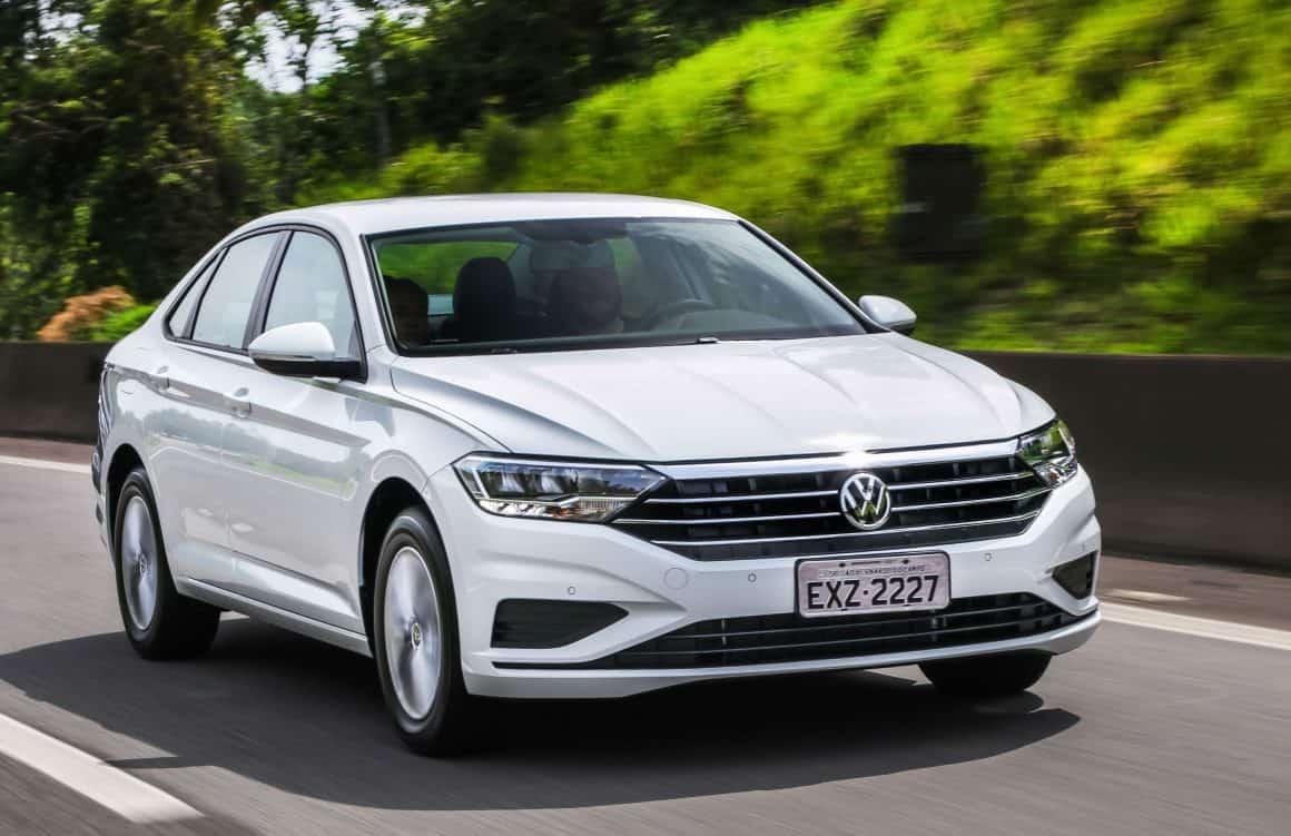 Volkswagen Jetta 1.4 sedã médio