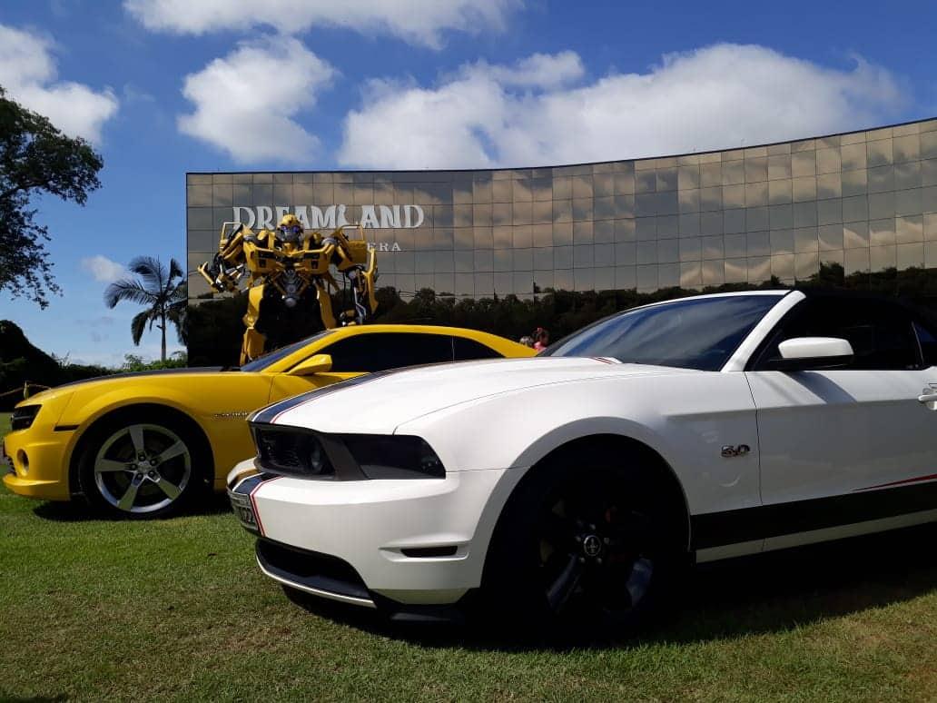 Ford Mustan e Chevrolet Camaro em Dreamland