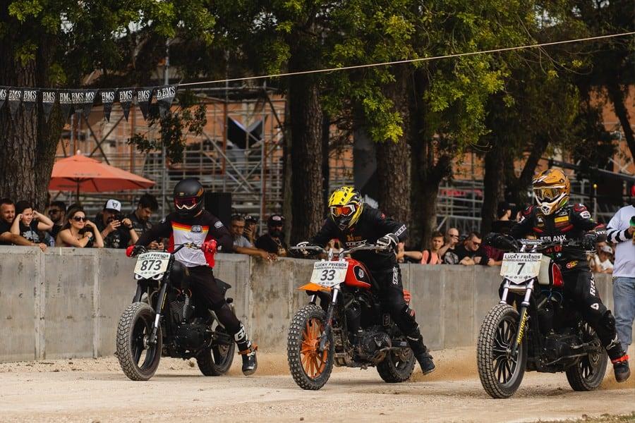 Flat Track motos em pista de terra