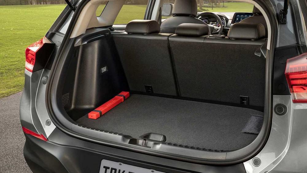 Porta-malas da nova geração da Chevrolet Tracker tem capacidade para 393 litros