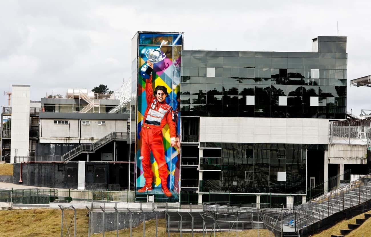 Interlagos faz 80 anos com parede gigante que imortaliza vitória de Senna
