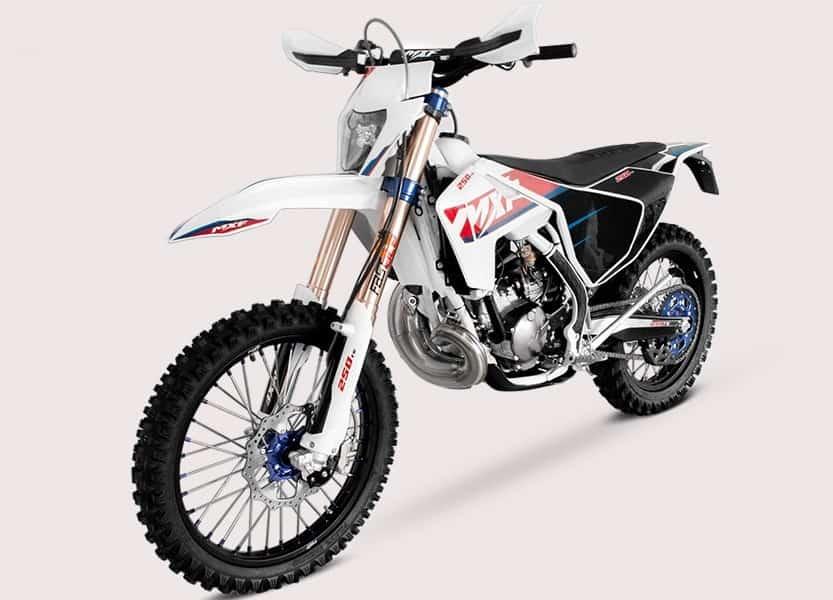Motos 2 tempos voltam a atrair quem busca mecânica simples e custo menor de manutenção