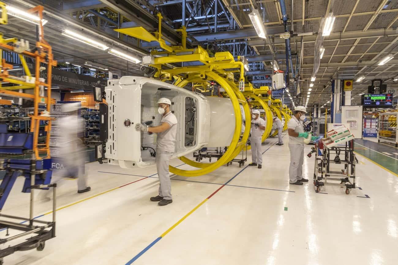 Linha de produção da fábrica da Fiat em Betim, Minas Gerais.