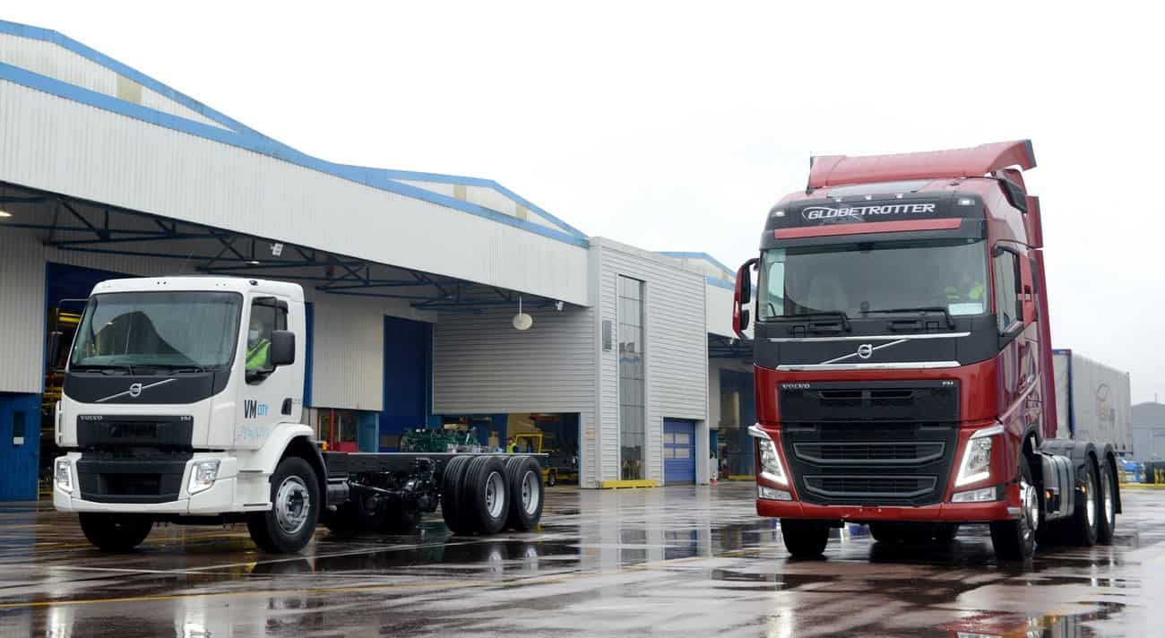 Volvo FH e VM City na fábrica de Curitiba