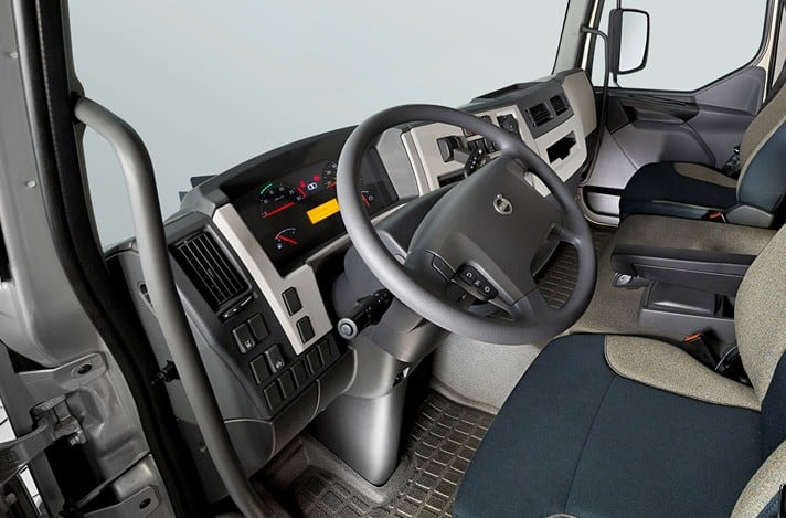 Interior da cabine do Volvo VM City