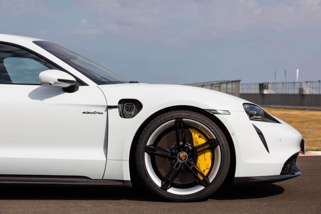 Freios  disco do Porsche Taycan é de carbono-cerâmica
