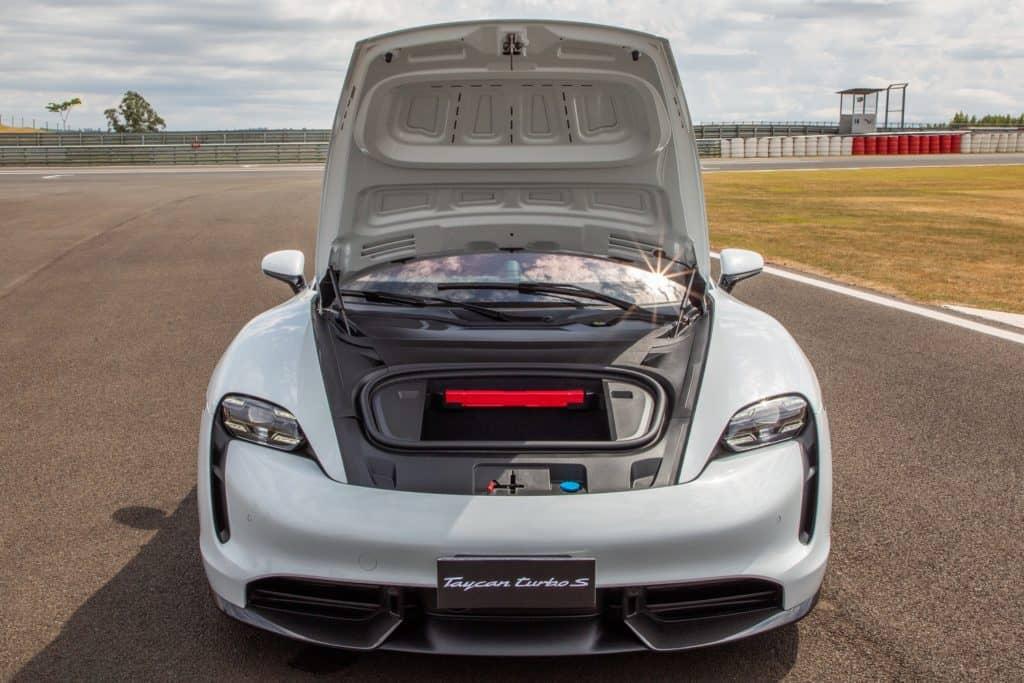 Compartimento dianteiro do Porsche Taycan