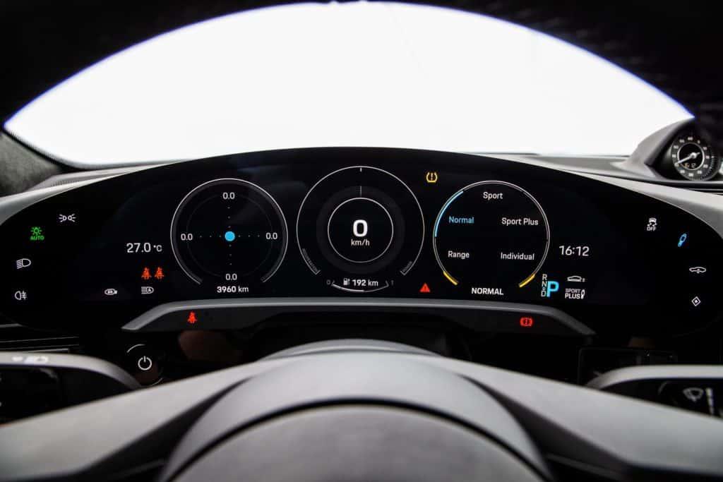 Painel digital do Porsche Taycan