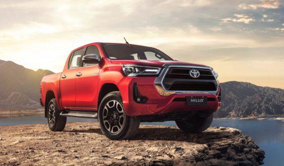 Nova Toyota Hilux muda visual e ganha potência para continuar líder