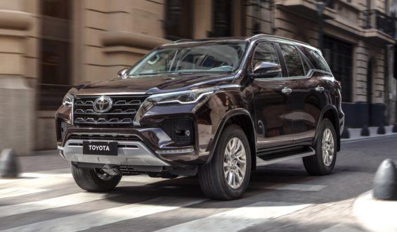 Toyota SW4 2021 chega ao Brasil com novidades; veja preços, versões e itens de série
