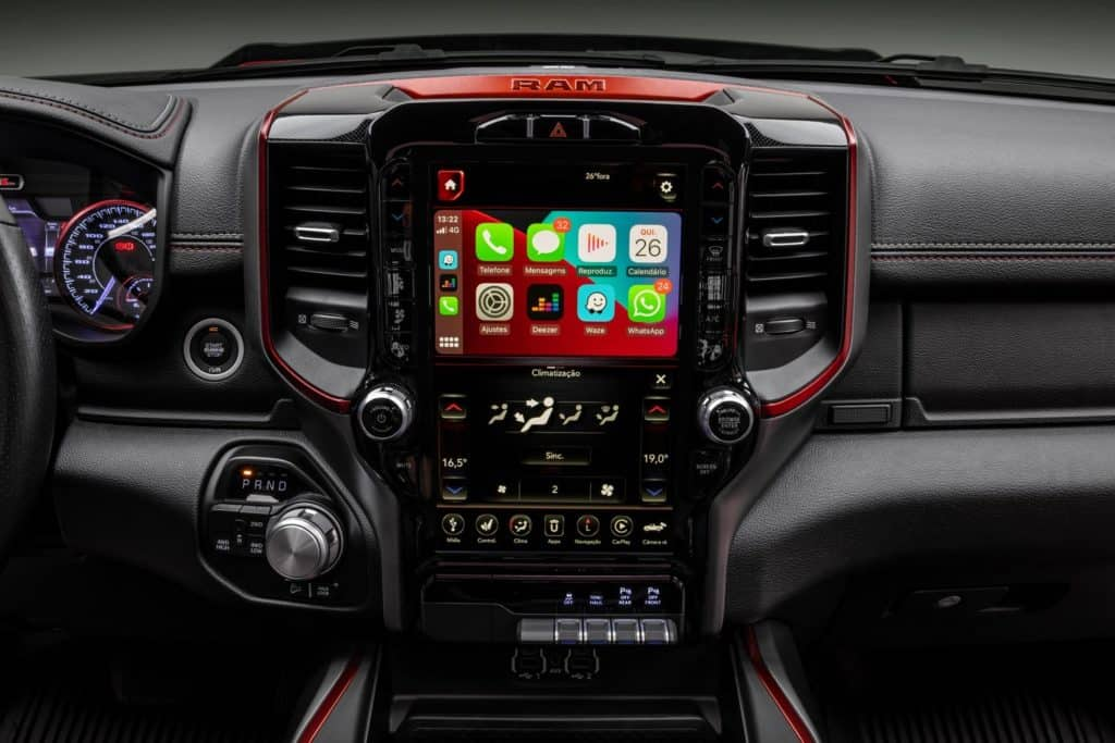 Central multimídia da Ram 1500 com Android Auto e Apple Carplay