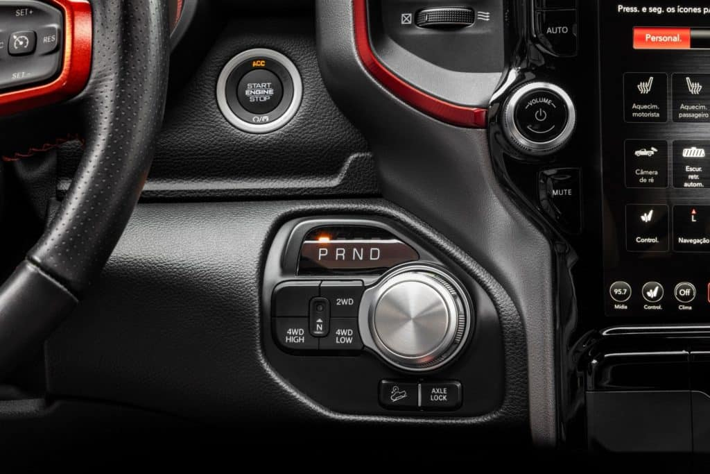 Ram 1500 traz câmbio automático por botão giratório no painel
