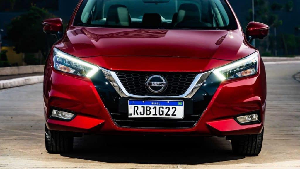Novo Nissan Versa visto de frente