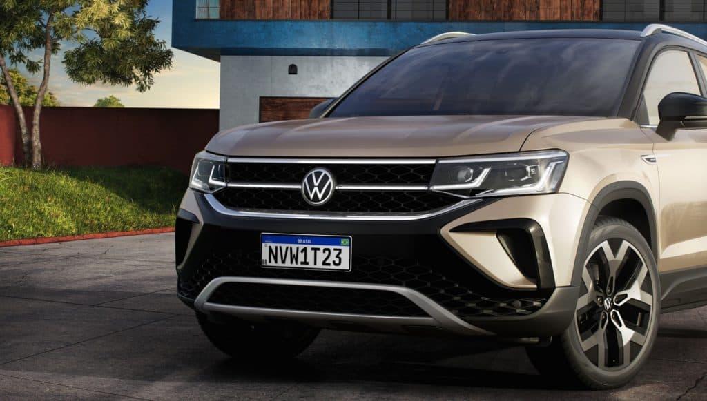 Grade frontal do Volkswagen Taos vem com fio de led ligando os faróis.