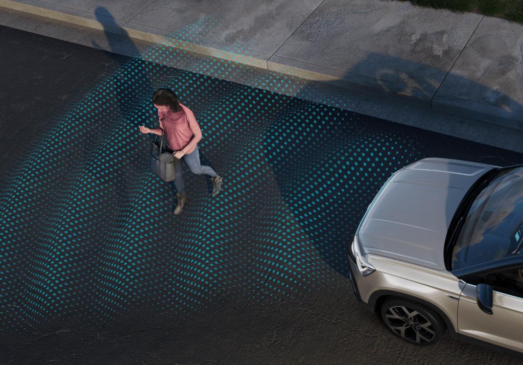 Sistema de frenagem emergencial autônoma com detecção de pedestres.