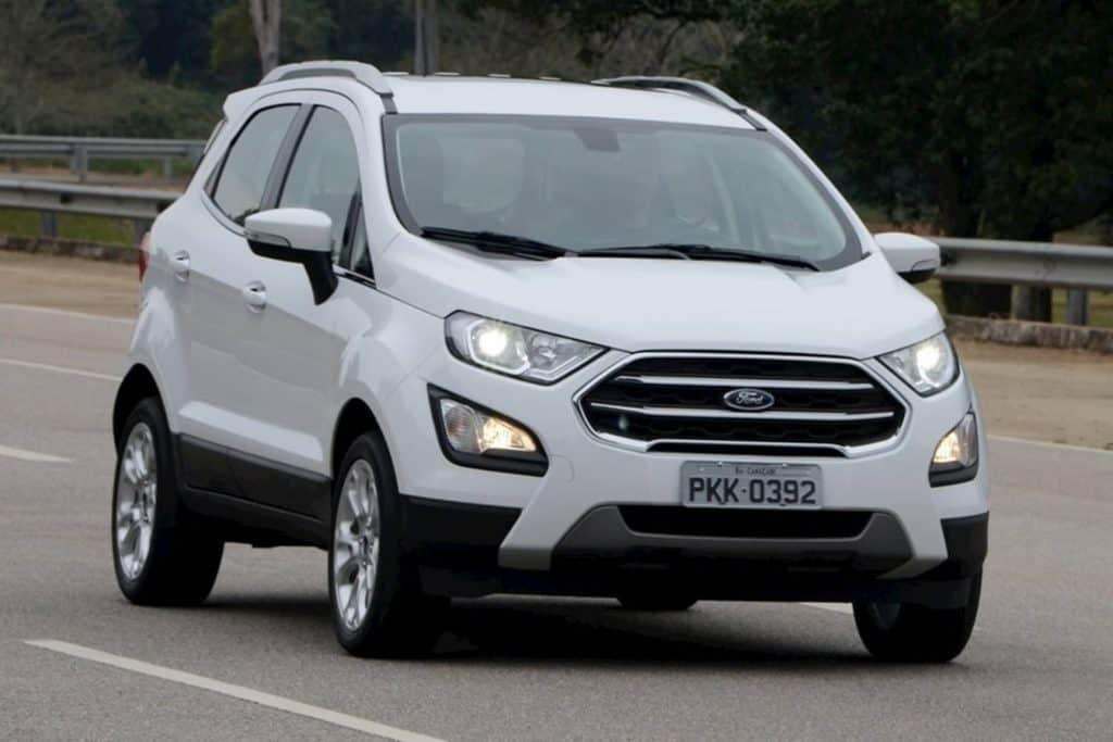 Ford Ecosport reestilizado em 2017 com faróis de xenônio
