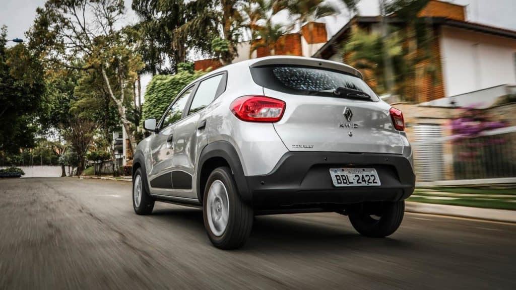 Renault Kwid Zen 1.0 circulando na rua