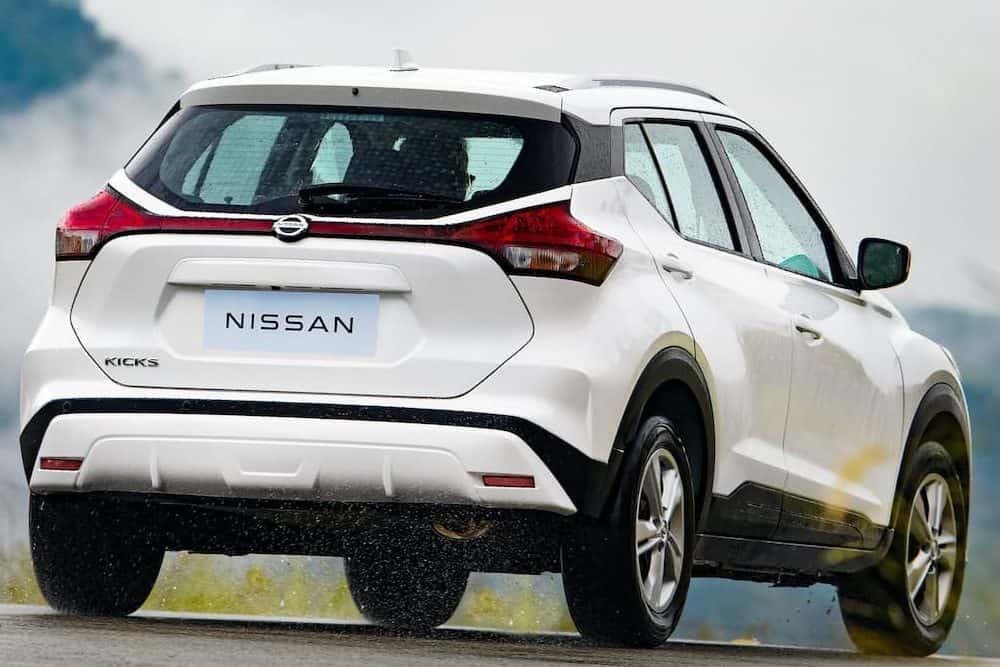 Nissan Kicks 2022 de traseira