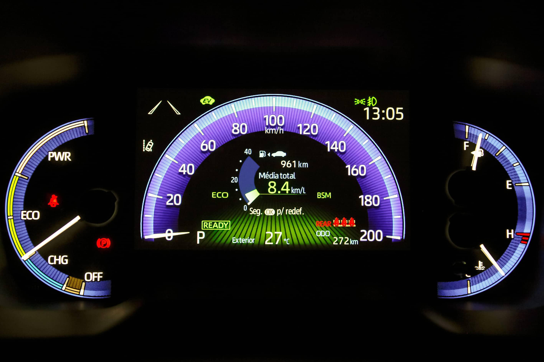 Quadro de instrumentos digital na versão híbrida do Corolla Cross