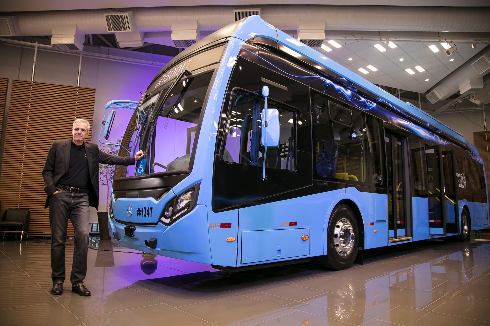 Mercedes-Benz lança o eO500U, o primeiro ônibus elétrico da marca no Brasil