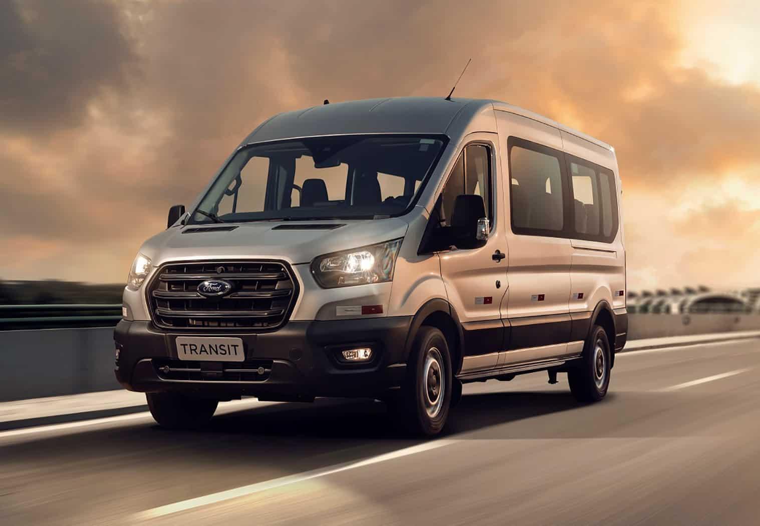 Ford Transit volta ao Brasil como van de passageiros, conectada e semiautônoma
